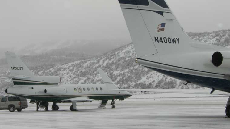 Side views of airplanes at Aspen-Pitkin