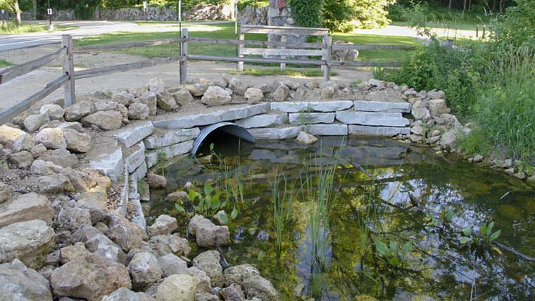 Culvert with aesthetic natural features