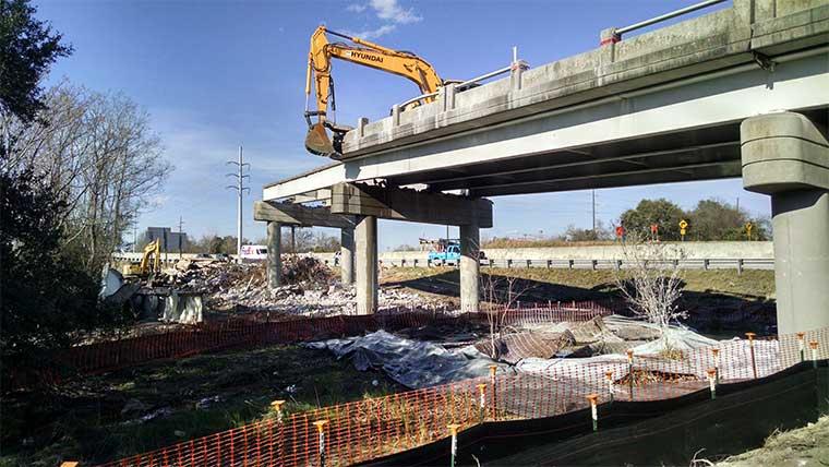 Port access road construction of bridge