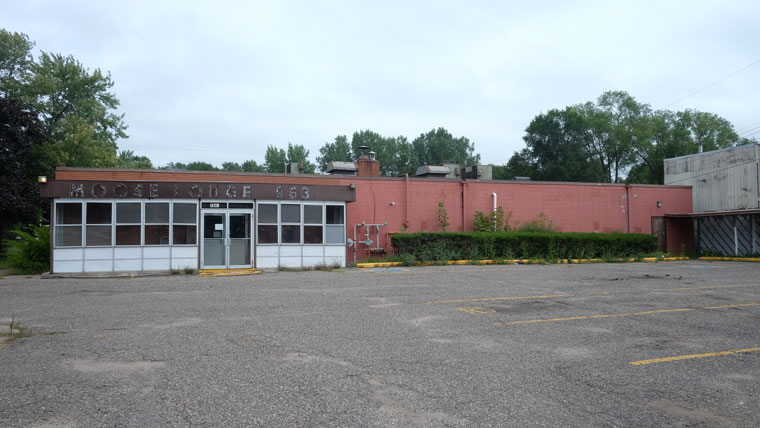 Moose Lodge 963 exterior with parking lot