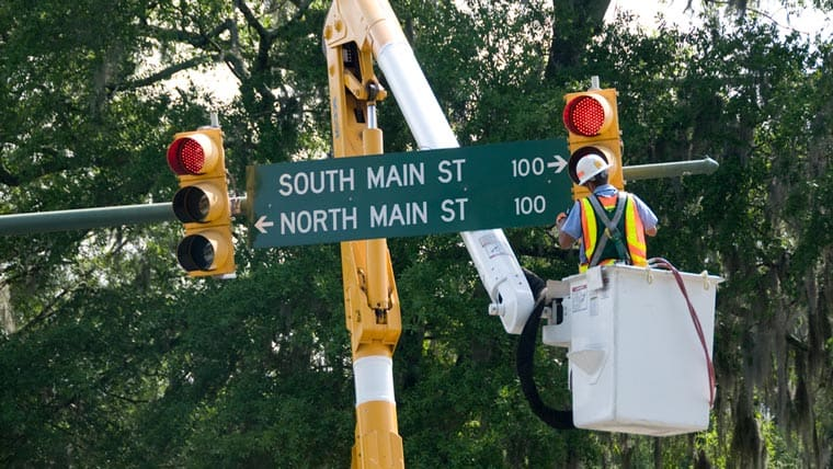 Performing maintenance on a traffic signal